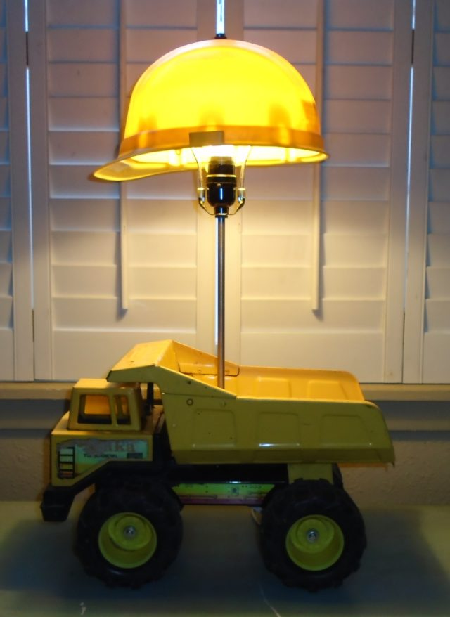 Dump Truck Lamp Total Survival
